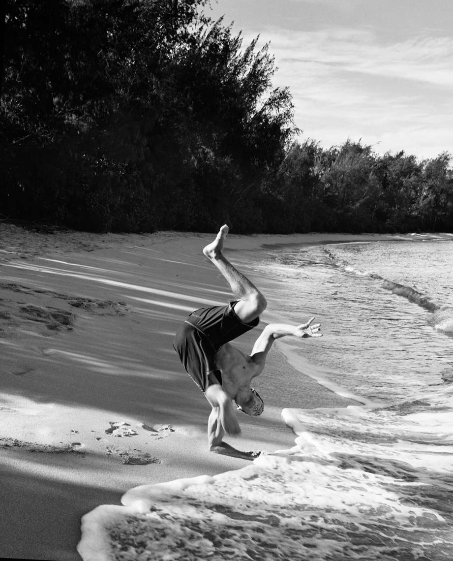 wAndy_Irons_Flipping_Beach_BW