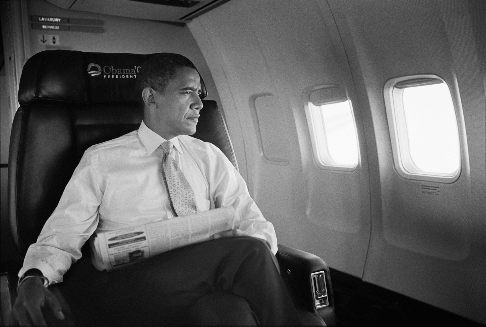 wBarack_Obama_Sitting_Plane_BW