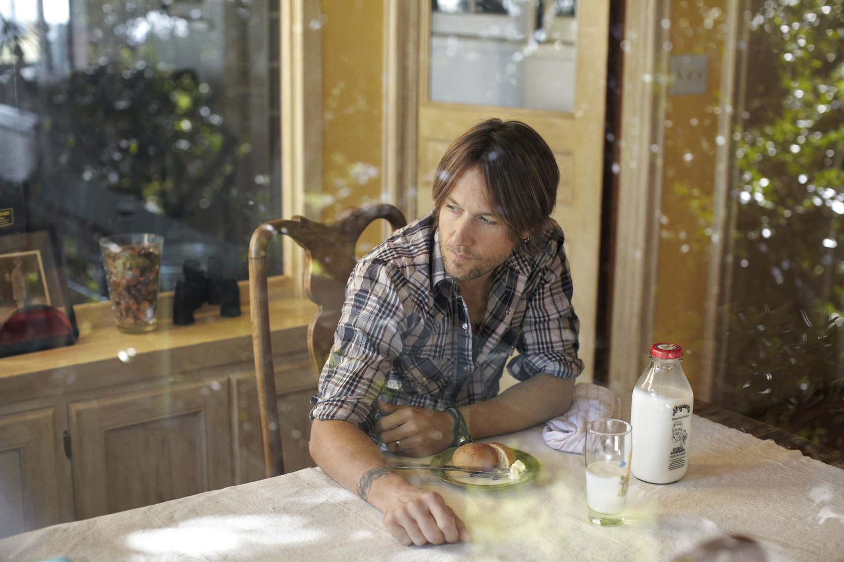 wKeith_Urban_Eating_Breakfast_People