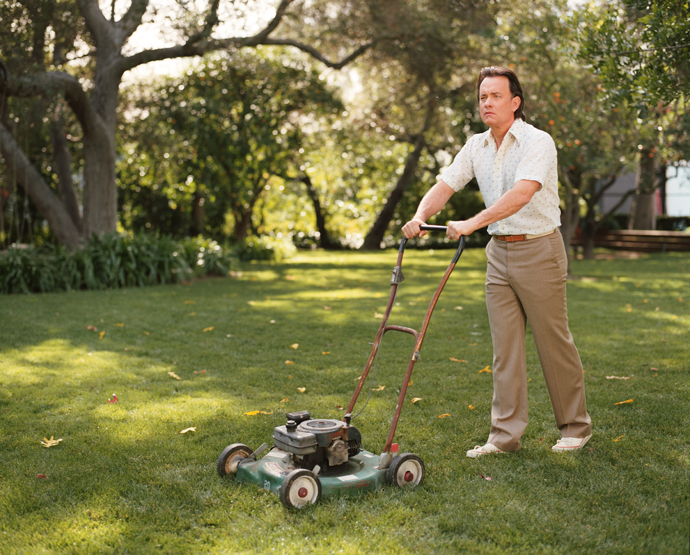 wTom_Hanks_Mowing_Lawn