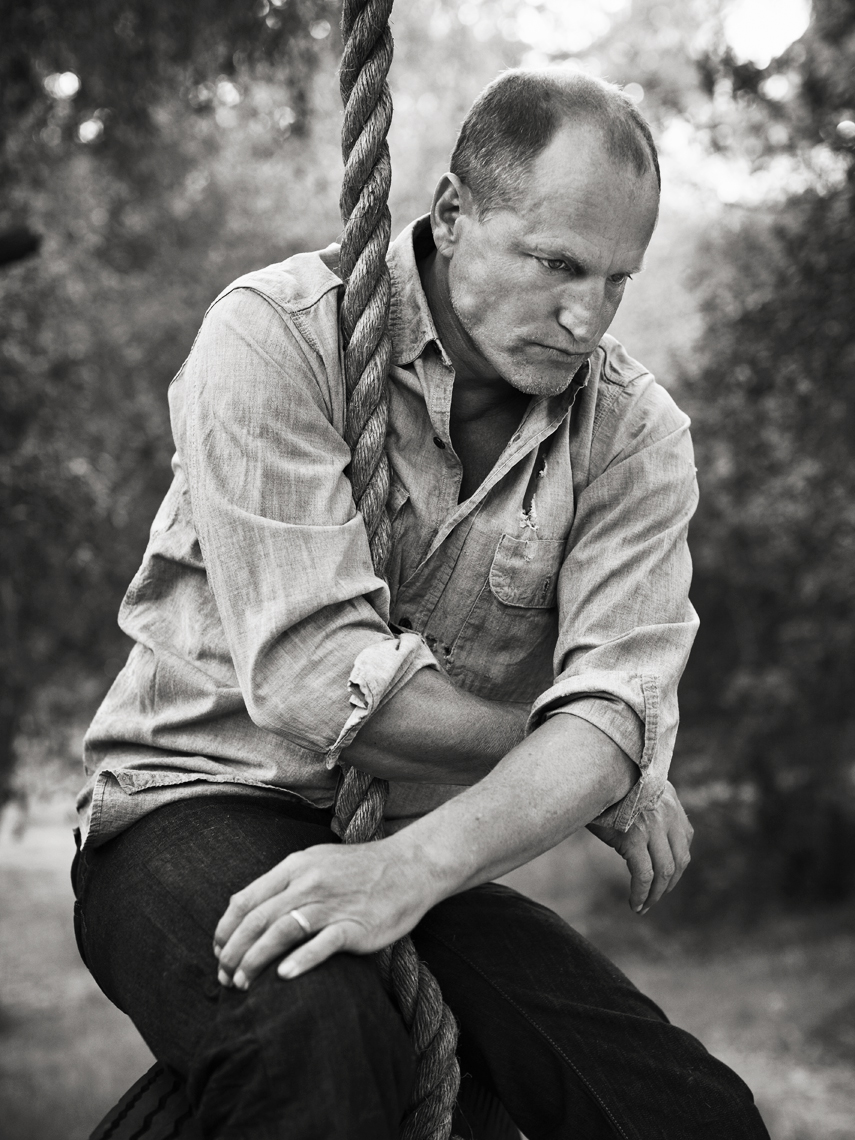 wWoody_Harrelson_Swing_BW